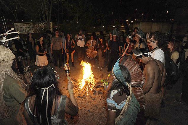 Indígenas reocupan un área de la antigua Aldeia Maracanã, en agosto pasado, en la zona norte de Río de Janeiro. Fotografía: Fabio Teixeira/UOL