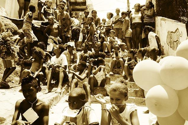 Cuidar a los niños de las favelas es importante para que no caigan en el consumo desenfrenado. Fotografía: Gabriel Bayarri