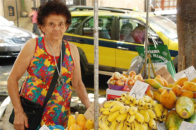 María vende frutas desde hace más de 30 años en el barrio de Gloria. Fotografía: Milli Legrain