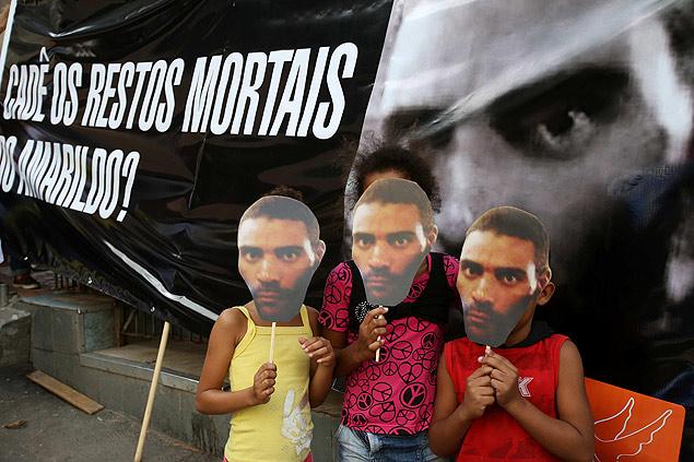 La ONG Rio de Paz realizó una protesta en noviembre pasado para exigir información sobre el cuerpo de Amarildo de Souza. Fotografía: Marcelo Sayão/Efe