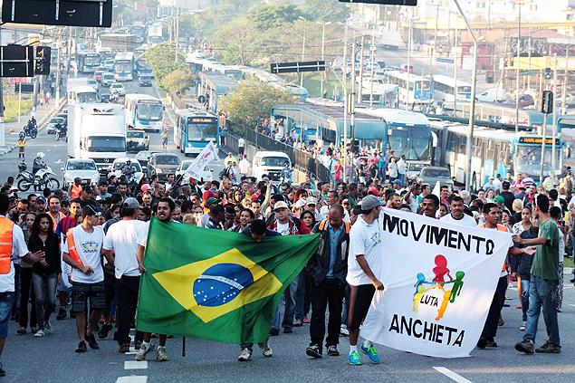 Una manifestación del movimiento sin techo hizo que Pelé abandonara la avenida Paulista. Fotografía: Luiz Claudio Barbosa/Futura Press/Folhapress.