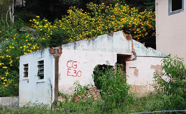 Una casa que sobrevivió a las lluvias en el barrio abandonado de Campo Grande. Fotografía: Milli Legrain.