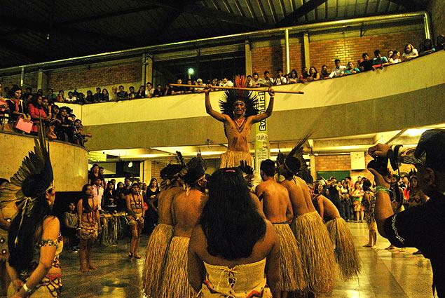 Ritual de los indígenas terena durante la inauguración en la Universidad Católica de Dom Bosco, Campo Grande. Fotografía: Luna Gámez