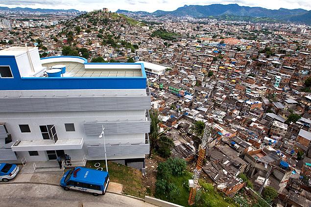 Vista desde la UPP  de la favela Complexo do Alemão, en Río. Fotografía: Daniel Marenco/Folhapress.
