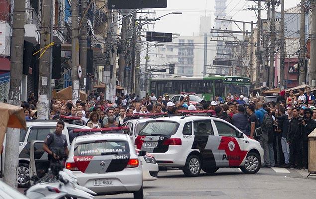Hace unas semanas, una operación de  la Policía Militar contra vendedores ambulantes dejó un muerto en el barrio de Lapa, en la zona oeste de São Paulo. Fotografía: Reginaldo Castro/Folhapress.
