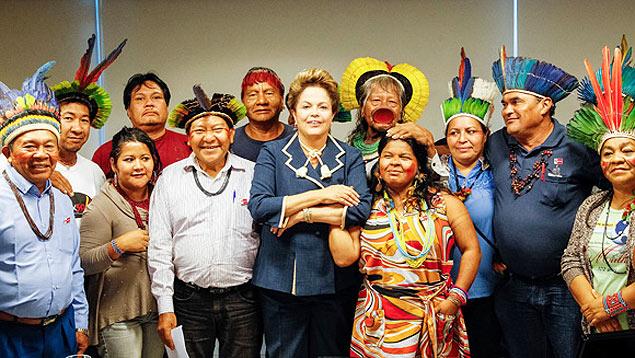 Dilma Rousseff, en un encuentro con líderes indígenas. Fotografía: Roberto Stuckert.