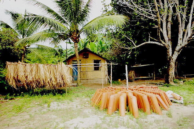 En el corazón de Boipeba está el virgen poblacho de Monte Alegre, de 90 personas, reconocido en el año 2006 por la Fundación Palmares como comunidad quilombola, descendiente de esclavos africanos. Fotografía: Gabriel Bayarri.