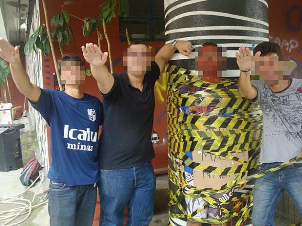 Alunnos da USP São Carlos hostilizaram feministas durante trote na última terça-feira (26). Alguns estudantes chegaram a ficar pelados e simularam sexo com bonecas infláveis . foto: Frente Feminista / divulgacao