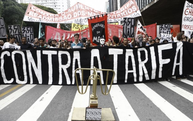 Acto organizado en enero de este año por el movimiento Passe Livre en contra del aumento de la tarifa del ómnibus. Fotografía: Eduardo Anizelli/Folhapress.