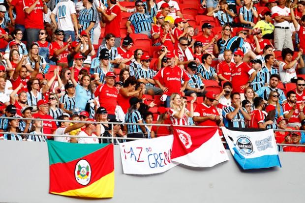 Hinchas del Internacional y del Gremio, juntos en el estadio Beira-Rio. Fotografía: Lucas Uebel/ Grêmio FBPA.