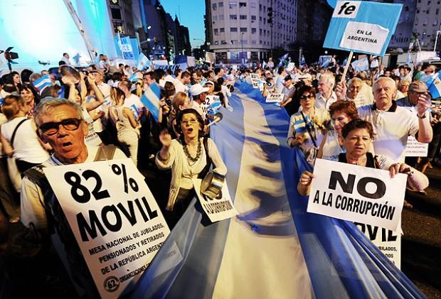 Cacerolazo en Buenos Aires contra la presidenta argentina Cristina Kirchner, en 2012.  Fotografía: Daniel Garcia - 8.nov.2012/AFP.