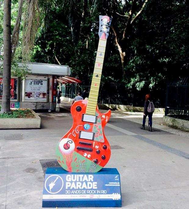 Una guitarra en la avenida Paulista, en São Paulo, para conmemorar los 30 años de Rock in Rio. Fotografía: Carlos Turdera.