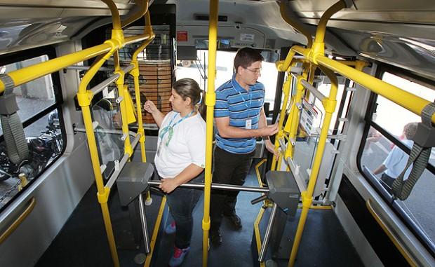 Las catacras, también en los ómnibus. Fotografía: Artur Rodrigues/Folhapress.