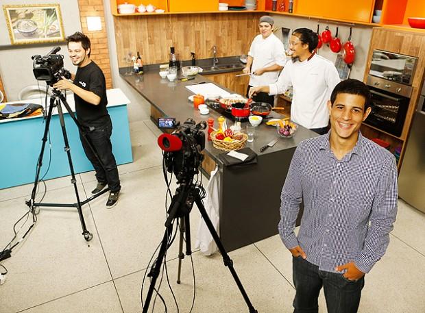 Un estudio donde se graban programas educativos que son transmitidos para empresas interesadas en el contenido. Fotografía: Moacyr Lopes Junior/Folhapress.