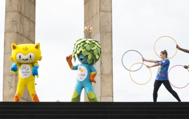 Vinicius y Tom, las mascotas de los Juegos Olímpicos de Rio 2016. Fotografía: Celso Pupo /Fotoarena/Fotoarena/Folhapress.